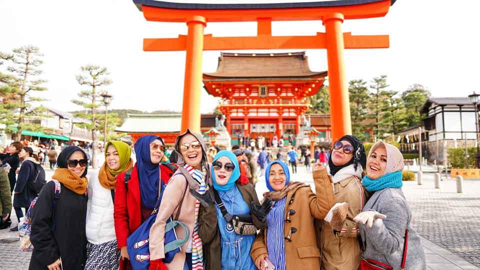 fushimi-inari-gallery-sakurakita